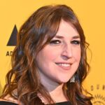 Mayim Bialik clears up rumors she's an anti-vaxxer, says she plans to get vaccinated for coronavirus, flu